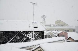 雪と古民家